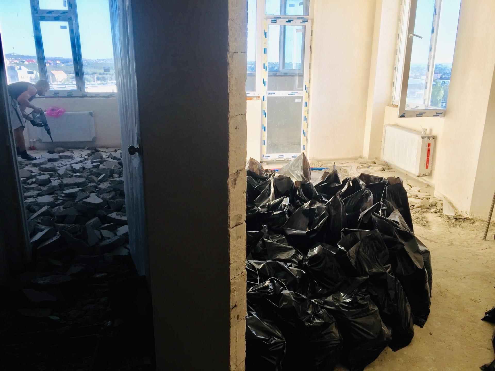 Демонтаж стяжки пола и вывоз мусора в долине реки Альма в Крыму - Компания «Кот-Чистюля»
