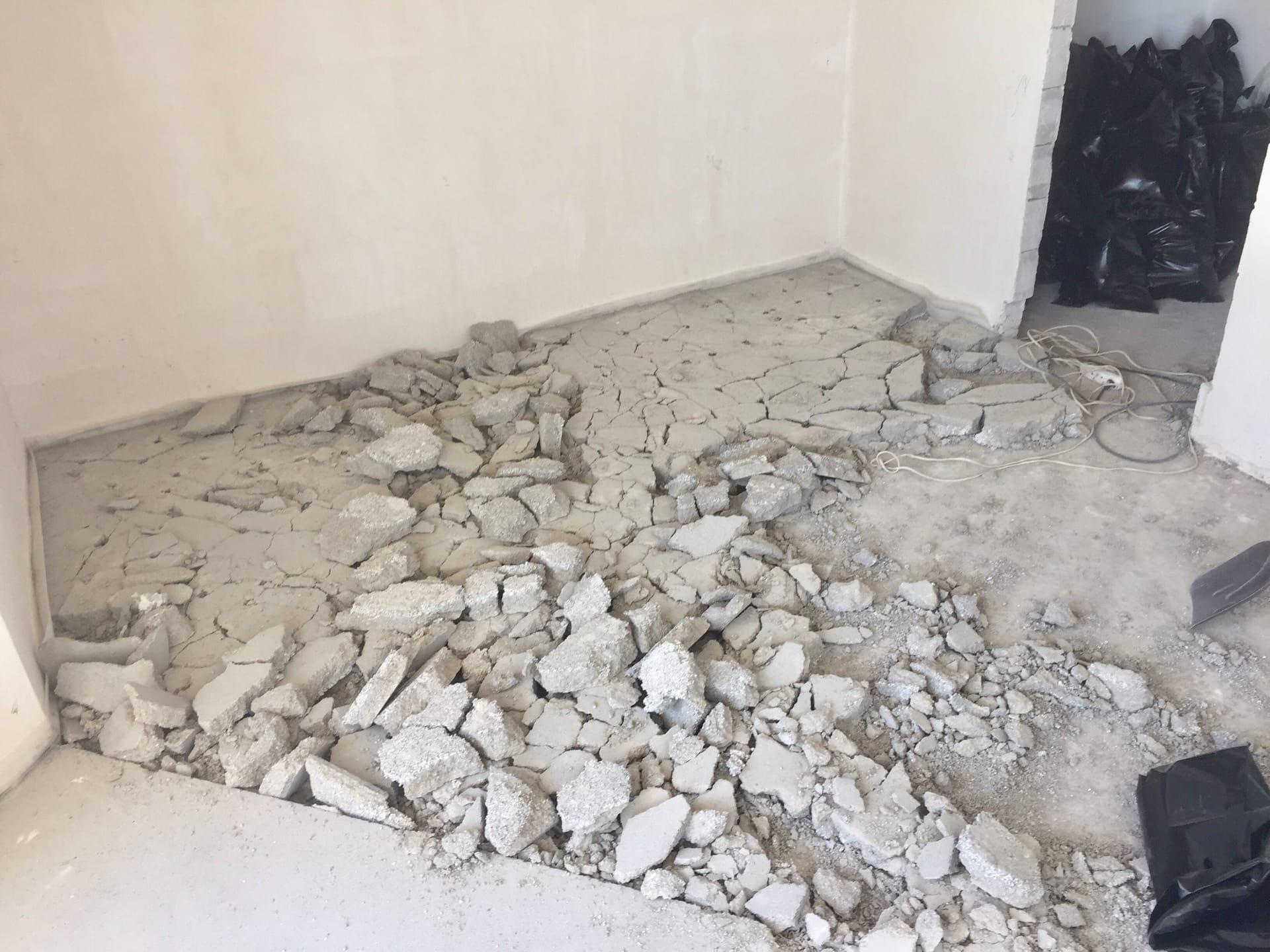 Демонтирование стяжки пола в новостройке в долине реки Альма в Крыму - Компания «Кот-Чистюля»